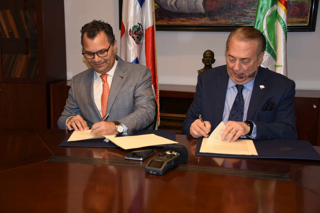 Ministerio de Cultura y Grupo Excel firman convenio para la edición de un libro sobre la Colección de obras del Museo de Arte Moderno
