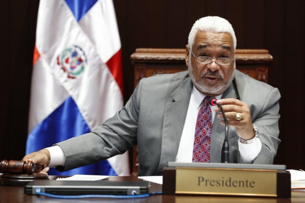 Diputados dividen Santiago