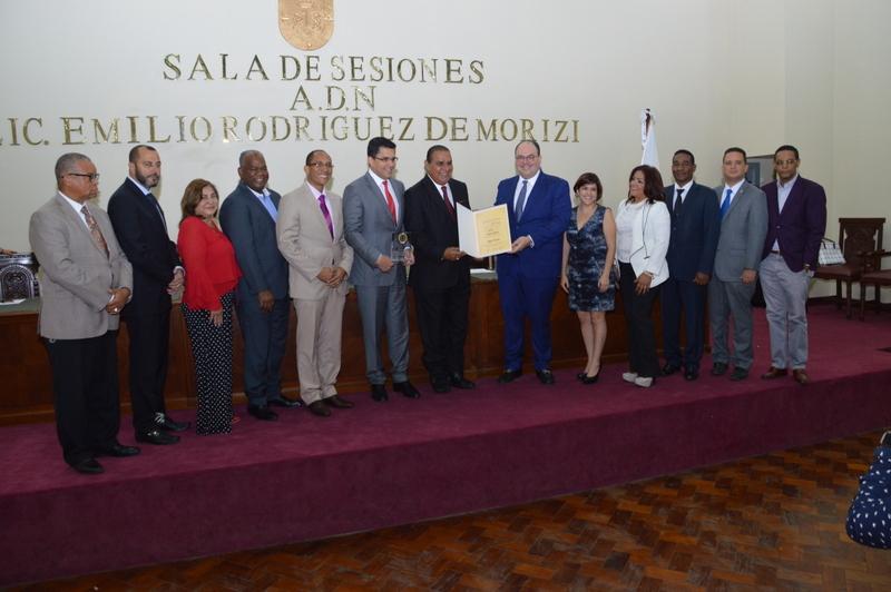 Ayuntamiento DN reconoce trayectoria del periodista Miguel Franjul