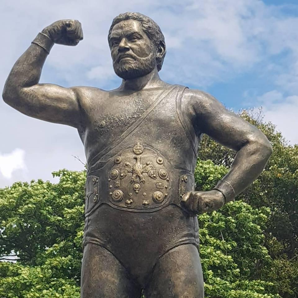 Develizan estatua de Jack Veneno en el Parque Eugenio María de Hostos