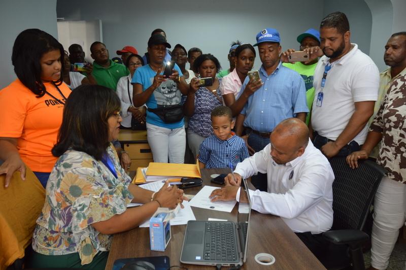 Junior Castillo -Nuno- inscribe precandidatura a Regidor por el Distrito Nacional