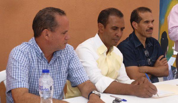 Domingo Contreras y comerciantes del mercado de la Duarte asumen el compromiso de convertir el mismo en moderna plaza