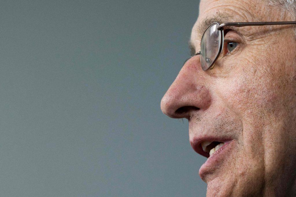 El epidemiólogo de la Casa Blanca calcula que EE UU podría alcanzar las 200.000 muertes por coronavirus