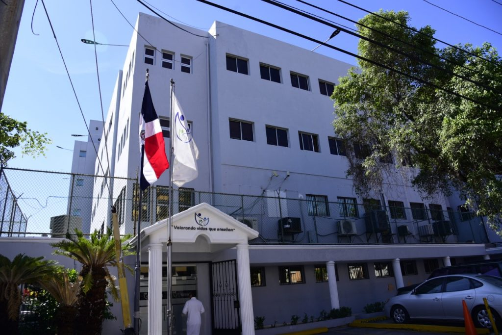 Hospital SEMMA Santo Domingo reinicia Servicios Ambulatorios y exhorta a los usuarios respetar y aplicar medidas preventivas.