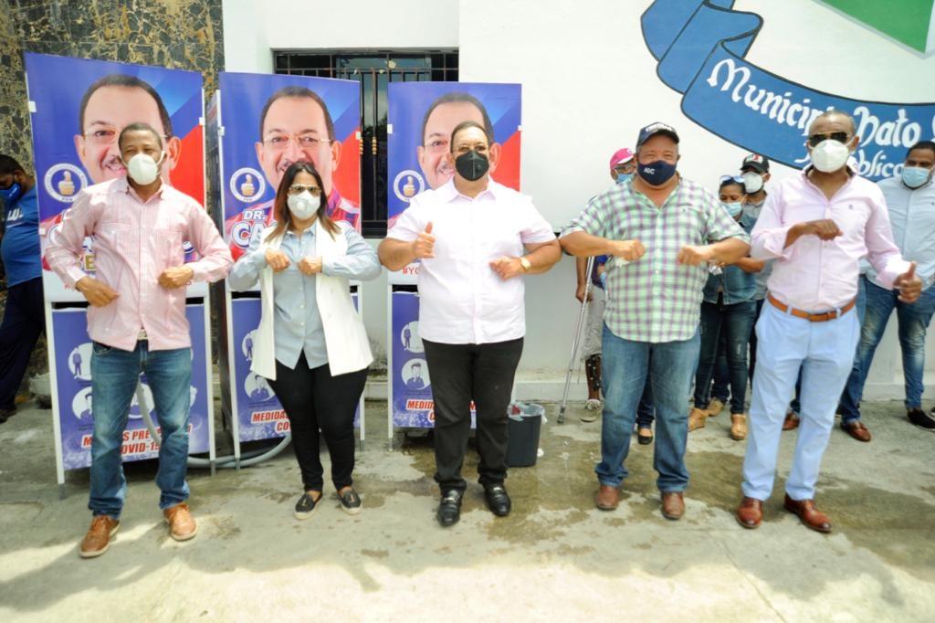Candidato a senador PRM dona 20 lavamanos