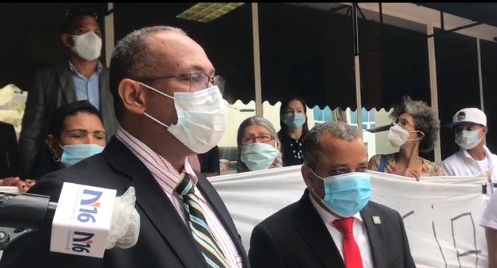 Depositan querella contra ministro de Medio Ambiente