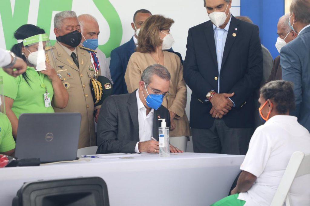 Presidente Luis Abinader llama a dominicanos sin seguro médico a inscribirse al SENASA; hoy inició Jornada de Afiliación masiva al Régimen Subsidiado