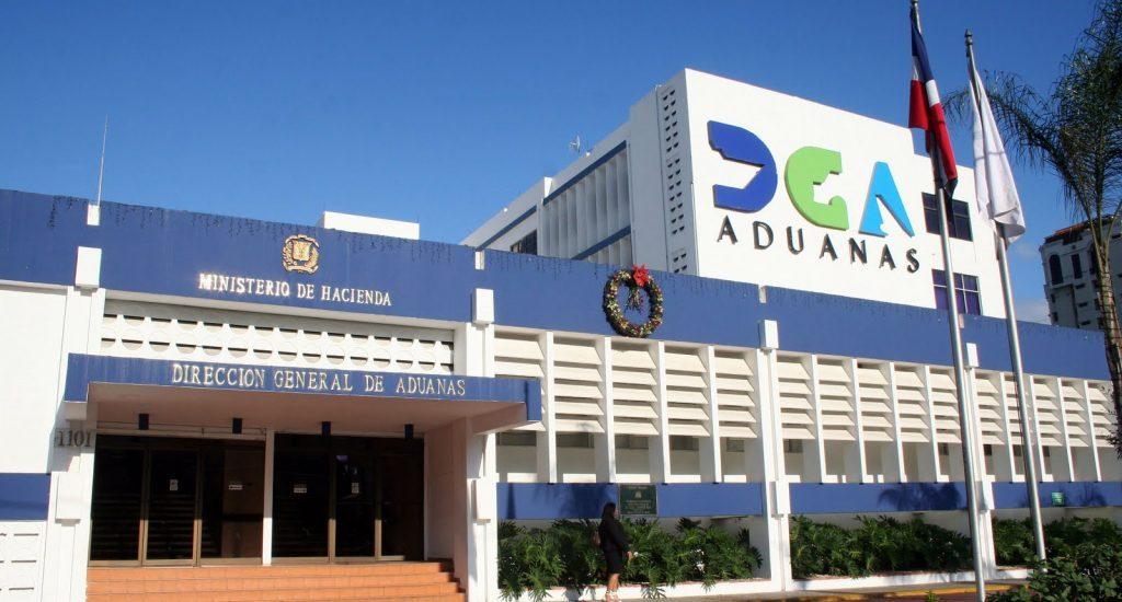 Seis ex funcionarios Aduanas amenazan con someter a la justicia periodistas José Rivas y Mary Yerlin Paula si no retiran de su portal información en su contra