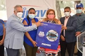 El INAVI entrega cientos de ajuares en Azua