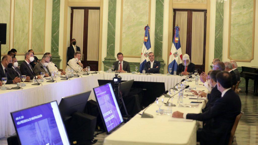 Gobierno y sector industrial definen línea de trabajo para seguir consolidando el crecimiento de la industria del país