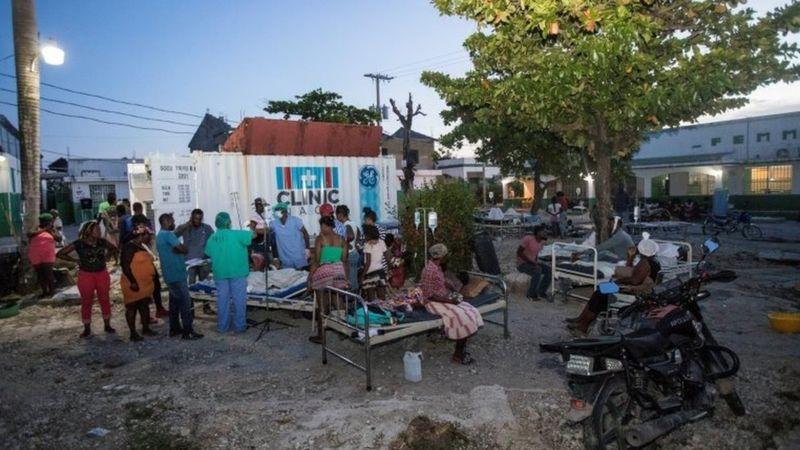 """Terremoto en Haití   """"Aún hay vidas bajo los escombros"""": la angustia por el retraso en el rescate a una semana del sismo"""