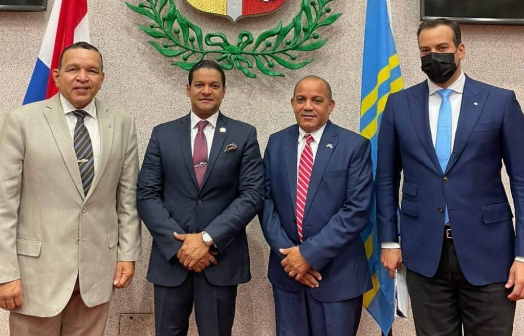 Cónsul General de la República Dominicana en Aruba Sr. Pedro Ventura, fue recibido por el presidente del parlamento de Aruba Sr. Edgar Vrolijk